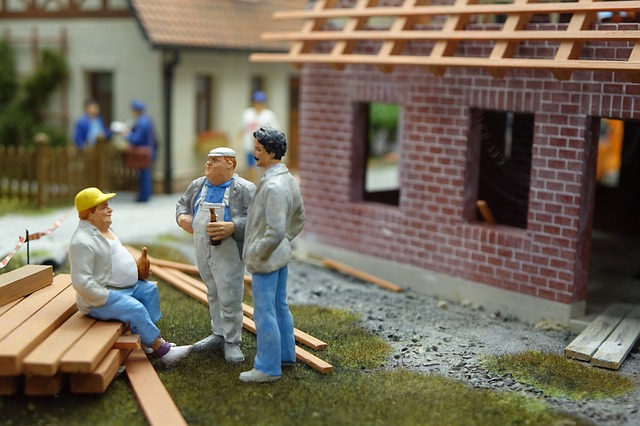 construction-workers-2459529_640.jpg